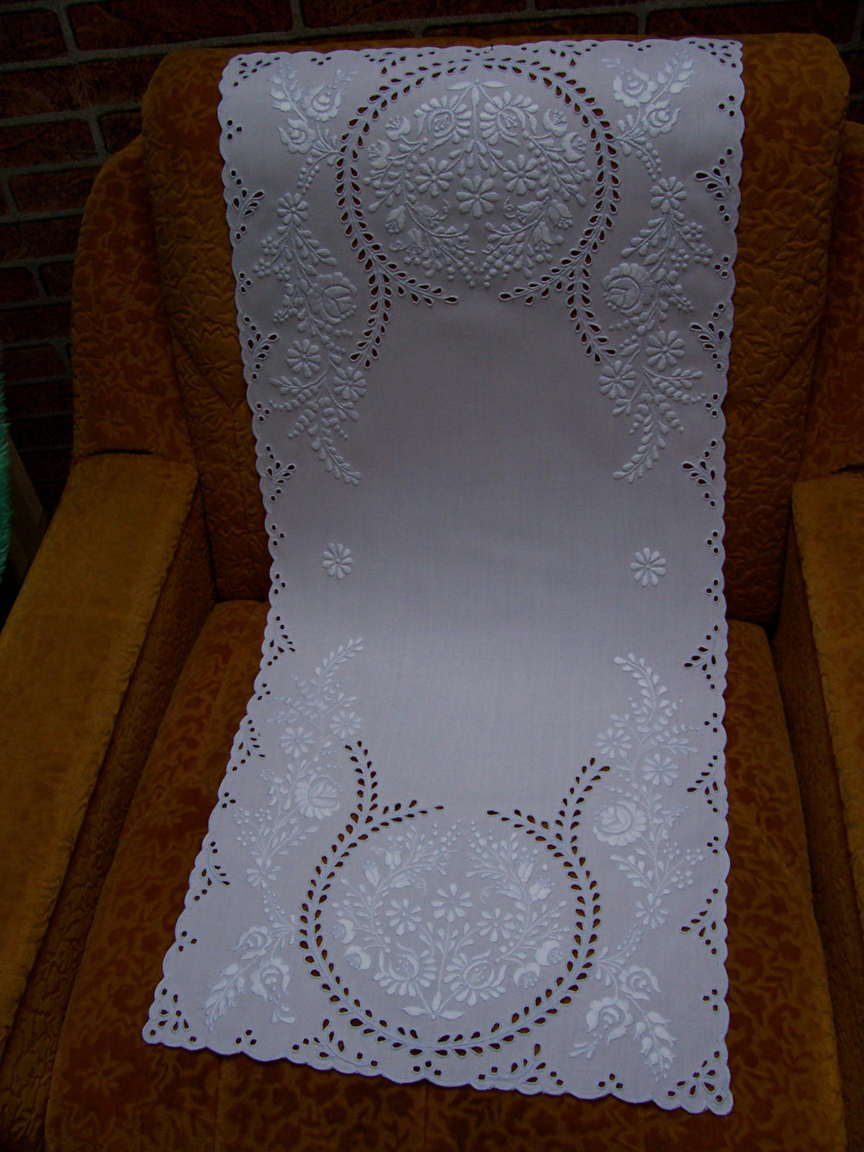 a030e52017 Hímző: rozmaringos fehér futó (kép)