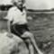 Albert Einstein, ein steinen ülve lábát áztatja a sóshákettőóban, 1945-ben