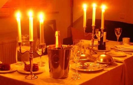 Egy romantikus vacsora kellékei és sehol senki
