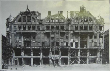 1945 - a Grünwald udvar lerombolva