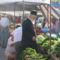 friss zöldségek a piacon