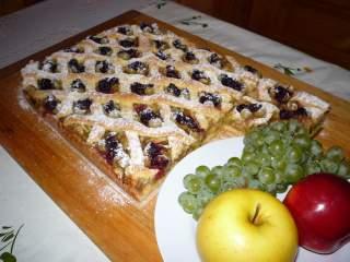 rebarbarás-reszeltalmás-szőlős rácsos sütemény