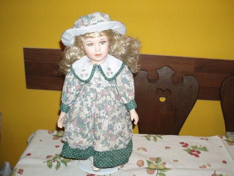 Porcelánfejű baba 1984-ből