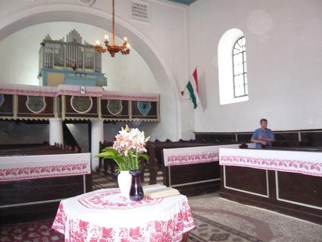 Désházi ref. templom belseje