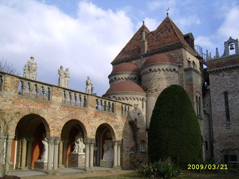 Elvarázsolt kastély 1