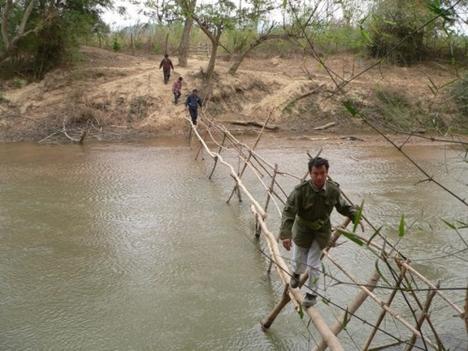 átkelés a folyón
