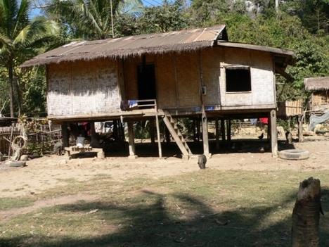 cölöpös ház