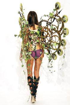 Miranda Kerr anygalszárnyai a Victoria's Secret Show-n