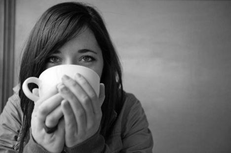 nő kávéval 1