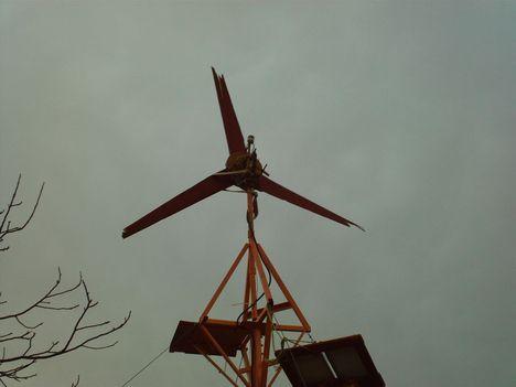 lapát v2,0 a szél behajtotta a lapátokat a merevítésig ami kb 20cm alapból a lapáttól..