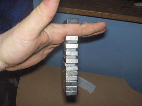 mágnesek, 20x50x8 mm es ritkaföldfém  neodímium mágnes darabja 24 db 40e HUF