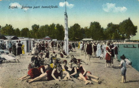 Balaton. Siófokon, a homokos parton.