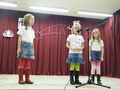 Börcsi kislányok a dunaszentpáli Ki-mit tudon. 3