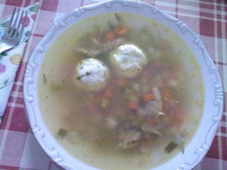 zöldborsó leves, túrógombóccal
