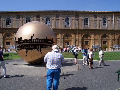 Vatikáni Múzeum, modern szobor