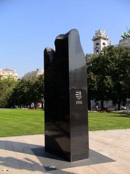 1956-os emlékmű a budapesti Kossuth téren, az országház előtt