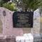 Az 56-ban kiszabadult politikai fogjok emlékműve a Kozma utcai gyűjtőfogház bejáratánál