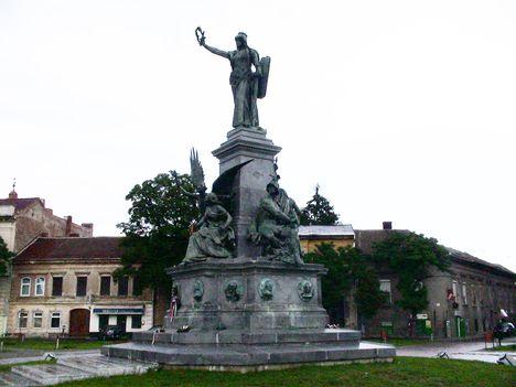 Az aradi Megbékélés terén (régen Tűzoltó tér) újra felállított Emlékmű