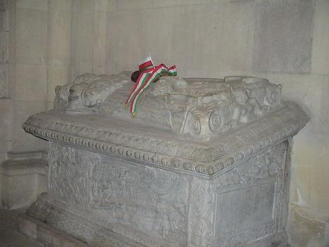 Izabella királyné szarkofágja a gyulafehérvári Római Katolikus Székesegyházban