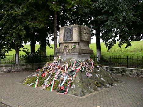 Petőfi Sándor elékműve, Fehéregyháza és Héjjasfalva határában