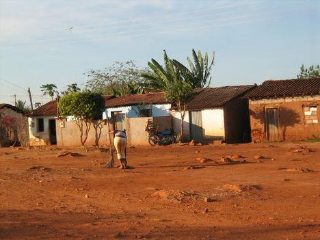 Szegényebb falu az út mentén