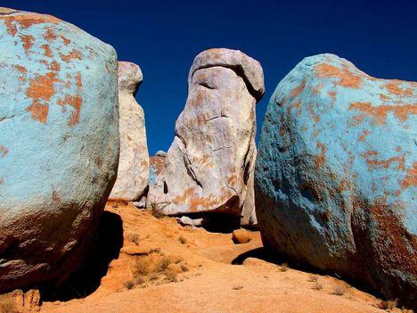 Festett sziklák a Mandula-völgyben, Tafraoute-i régió