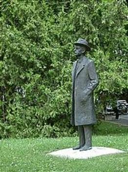 Bartók Béla egész alakos öntött bronz portrészobra, Varga Imre alkotása
