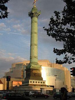 Párizs - Opera Bastille elötte a Bastille emlékoszlop