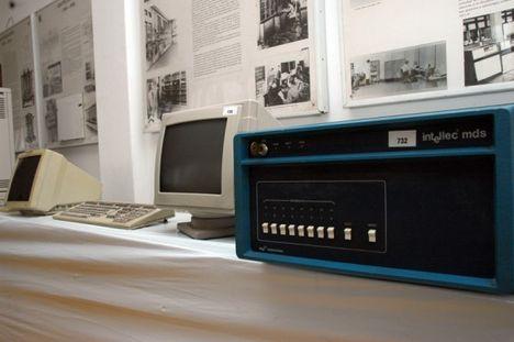 Az Intel mikrokomputer-fejlesztő rendszerének (MDS) egyik darabja