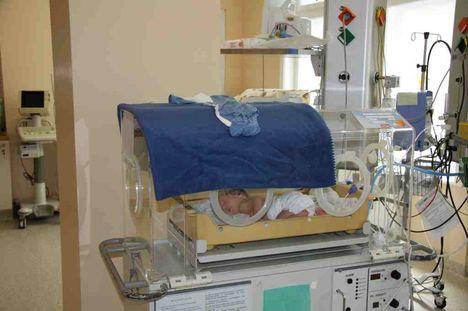inkubátor-csecsemővel