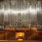 Az orgona homlokzata a visszintes spanyol sípokkal