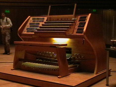 Müpa orgona játékasztala
