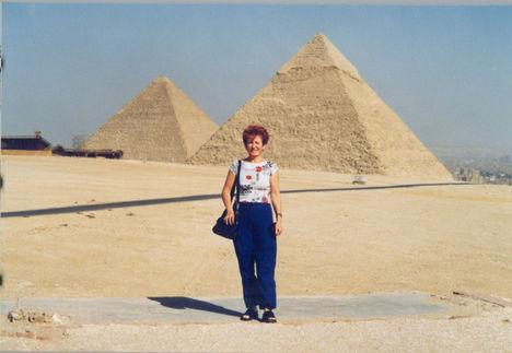 Piramisok  2004. év