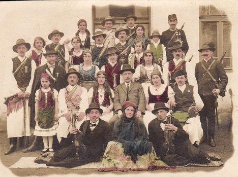 Sopronnémeti színjátszócsoport az 1930-as évek elejéről