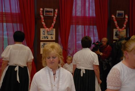 Szépkorúak tánca 08