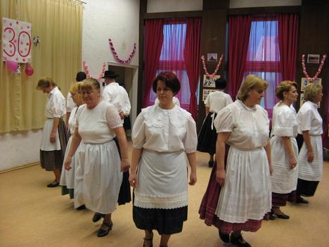 Szépkorúak tánca 09