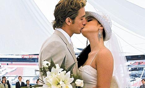 Milagros és Alejandro (esküvői csókjuk)