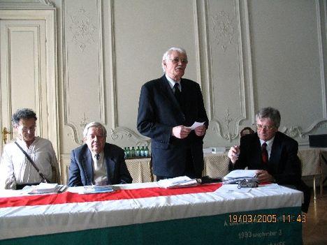 Százak Tanácsa , a Magyarok Világszövetségének szervezete