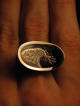 Ezüstperemes lakk-gyűrű