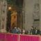 A Vatikánban a Szent Péter Baziikában rengetegehér gömb.