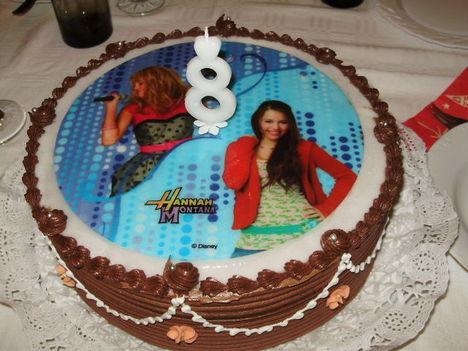 A lányom szülinapi Hannah Montana tortája.