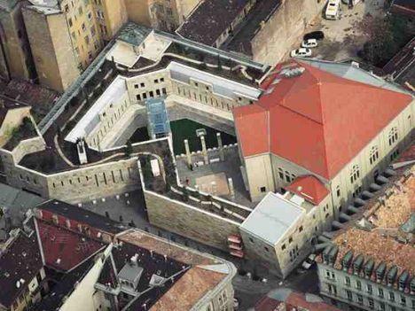 Budapesten a ferencvárosi Páva utcai zsinagóga, és a hozzá csatlakozó új épületszárny 2004 óta ad otthont a Holokauszt Emlékközpontnak, amely Mányi István Ybl-díjas építész tervei alapján készült