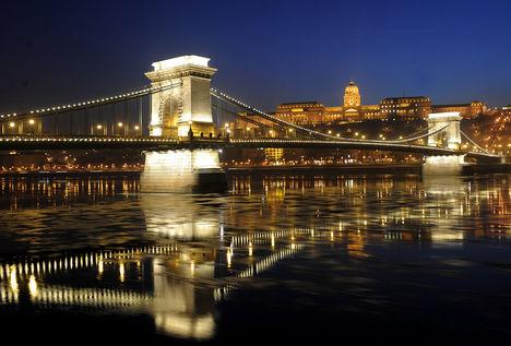 Lánchíd tükre a Duna jegén