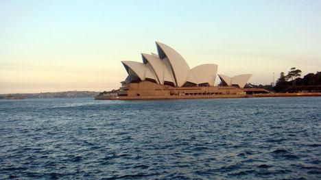 Sydney Operaház oldalról.