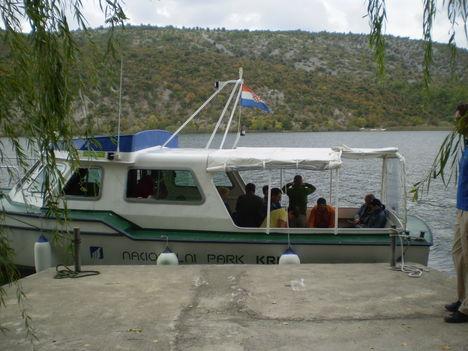 A nemzeti park hajója Visovácra.