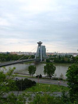 Duna, Új híd és az Ufo étterem