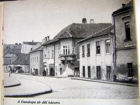 Dunakapu-tér déli házsora