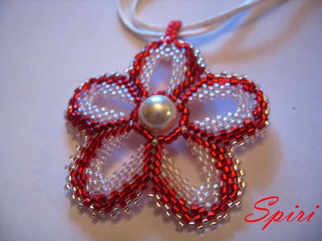 Flower Pover piros-fehér
