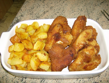 Rántott csirkeszárny pirított burgonyával