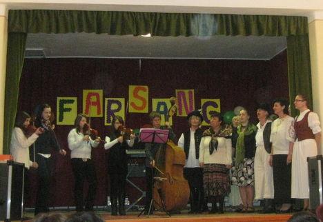 Farsangi énekek - kísér: Cinege Művészeti Iskola